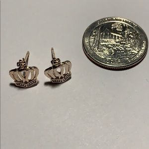 Small gold tone crown earrings NEW